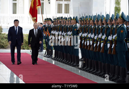 Bishkek, Kyrgyzstan. 28th Mar, 2019. Russian President Vladimir Putin (2nd L), accompanied by Kyrgyz President Sooronbay Jeenbekov, inspects the guard of honor during a welcoming ceremony in Bishkek, Kyrgyzstan, March 28, 2019. Vladimir Putin was on a day-long state visit to Kyrgyzstan. Credit: Roman/Xinhua/Alamy Live News - Stock Photo