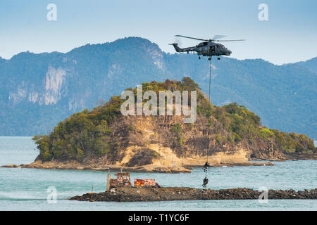 LANGKAWI, MALAYSIA : MARCH 28, 2019 : Malaysian Navy Super Lynx helicopter stages an airlift rescue operation at the LIMA exhibition Credit: Chung Jin Mac/Alamy Live News - Stock Photo