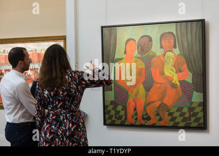 London, UK. 29 March 2019. Visitors view 'The Family Portrait' by Salah Elmur (Est. GBP 12,000-18,000). Preview of Sotheby's upcoming Modern and Contemporary African Art sale.  Works from artists across the African diaspora will be offered for sale on 2 April.  Credit: Stephen Chung / Alamy Live News - Stock Photo