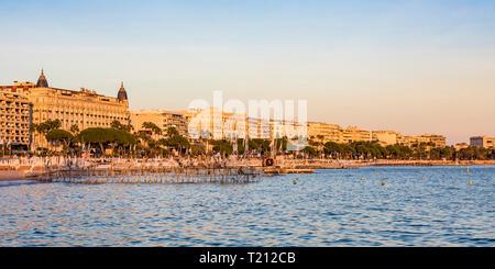 France, Cannes, Boulevard de la Croisette, beach and sea