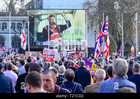 London, UK.  29 March 2019. A giant LCD screen shows Richard Tice, CEO of the asset management group Quidnet Capital LLP, and founder of Leave Means Leave addressing Pro-Leave supporters during a rally in Parliament Square on the day that the UK was due to leave the European Union. MPs have just voted against supporting Prime Minister Theresa May's Withdrawal Agreement for a third time.   Credit: Stephen Chung / Alamy Live News - Stock Photo