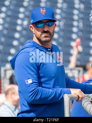 Washington, United States Of America. 28th Mar, 2019. New York Mets manager Mickey Callaway (36) watches batting practice prior to the game against the Washington Nationals at Nationals Park in Washington, DC on Thursday, March 28, 2018. Credit: Ron Sachs/CNP (RESTRICTION: NO New York or New Jersey Newspapers or newspapers within a 75 mile radius of New York City) | usage worldwide Credit: dpa/Alamy Live News - Stock Photo