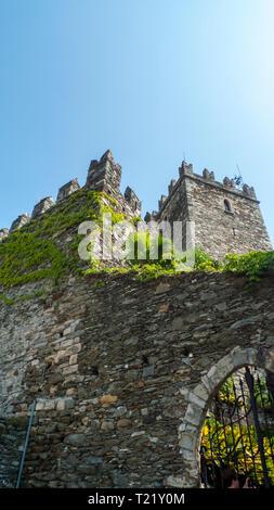San Siro am Comer See, mit der Burg, alten Festung Rezzonico - Stock Photo