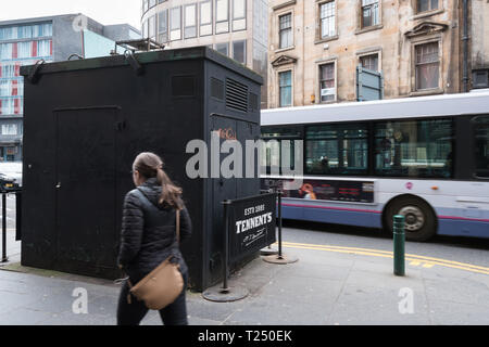 Hope Street Glasgow, Scotland's most polluted street - bus driving past Kerbside air quality monitoring site- Glasgow, Scotland, UK - Stock Photo
