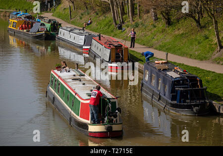 Kennet and Avon Canal, Devizes, Wiltshire, England, UK. March 30th 2019. Visiting fuel and supply boat for refueling the canal users. Picture: Peter Titmuss/ Alamy News Live Credit: Peter Titmuss/Alamy Live News - Stock Photo