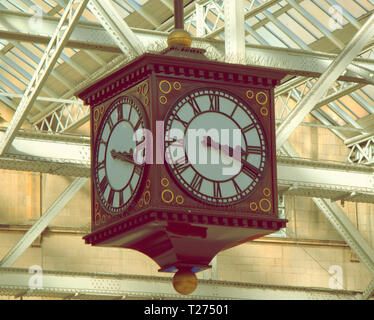 Glasgow, Scotland, UK 30th March, 2019. Clocks go forward and the iconic clocks in the city are set for the change tomorrow, the Victorian clock in central station is often a meeting point that sees mistakes at this rime of year. Gerard Ferry/Alamy Live News - Stock Photo