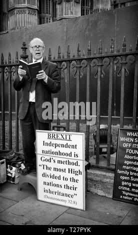 Pro Brexit March 29/3/2019 Preacher standing outside the Houses of Parliament, Westminster, Central London, UK - Stock Photo