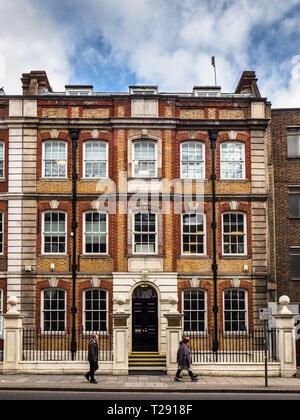 Royal Society for Public Health John Snow House 59 Mansell Street London - Stock Photo
