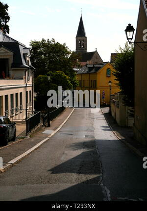 AJAXNETPHOTO. LOUVECIENNES, FRANCE. - ROAD LEADING TO THE CHURCH EGLISE SAINT-MARTIN IN THE CENTRE OF THE VILLAGE.