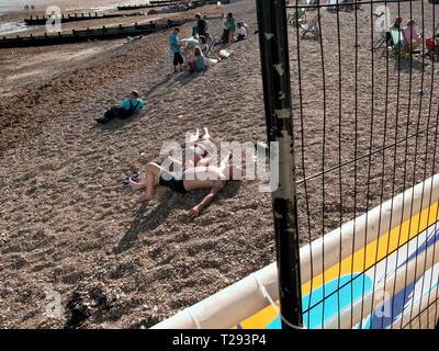 AJAXNETPHOTO. WORTHING, ENGLAND. - BEACH SCENE - SOAKING UP THE LAST RAYS OF OCTOBER SUN. PHOTO:JONATHAN EASTLAND/AJAX REF:GR3122510 13786 - Stock Photo