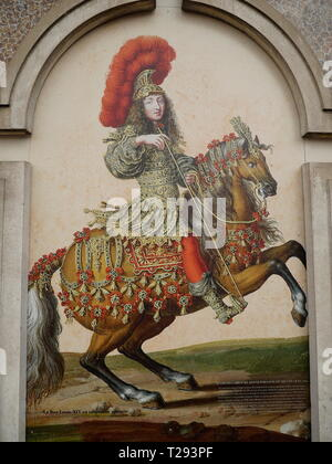 AJAXNETPHOTO. VERSAILLES, FRANCE. - IMAGE OF KING LOUIS XIV ON CAR PARK ENTRANCE IN THE MARKET SQUARE. PHOTO:JONATHAN EASTLAND/AJAX REF:GX181909_430 - Stock Photo