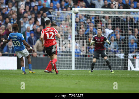 London, UK. 31st March 2019. Jamal Lowe of Portsmouth lobs the ball over Jon McLaughlin for their 2nd goal during the Checkatrade Trophy Final between Portsmouth and Sunderland at Wembley Stadium, London on Sunday 31st March 2019. (Credit: Mark Fletcher | MI News)  Editorial use only, license required for commercial use. No use in betting, games or a single club/league/player publications. Photograph may only be used for newspaper and/or magazine editorial purposes. May not be used for publications involving 1 player, 1 club or 1 competition without written authorisation from Football Data Co  - Stock Photo