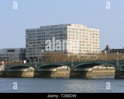 St Thomas Hospital is a teaching hospital in central London near Westminster Bridge and is part of the Guys and St Thomas NHS Foundation Trust. - Stock Photo
