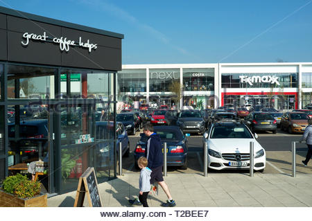 View of Yate shopping centre, showing units of the extension to the original centre. Yate, near Bristol, South Gloucestershire, UK. - Stock Photo