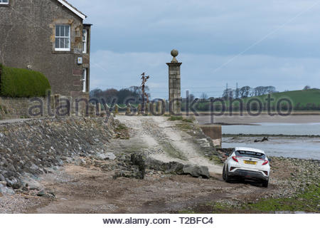 Difficult driving on the shore at Sunderland Point on the Lune Estuary near Lancaster. The village is cut off at high tides. - Stock Photo