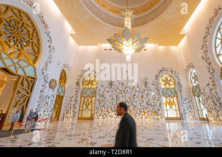 Sheikh Zayed Grand Mosque prayer hall, Abu Dhabi, United Arab Emirates - Stock Photo