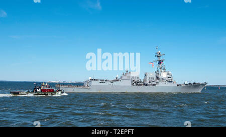 190401-N-FO574-1062 NORFOLK (April 1, 2019) The Arleigh Burke-class guided-missile destroyer USS Bainbridge (DDG 96) departs Naval Station Norfolk for a scheduled deployment as part of Lincoln Carrier Strike Group (CSG) 12 supporting maritime security operations and theater security cooperation efforts in the U.S. 5th, 6th and 7th Fleet areas of responsibility. (U.S. Navy photo by Mass Communication Specialist Seaman Jordan R. Bair/Released) - Stock Photo