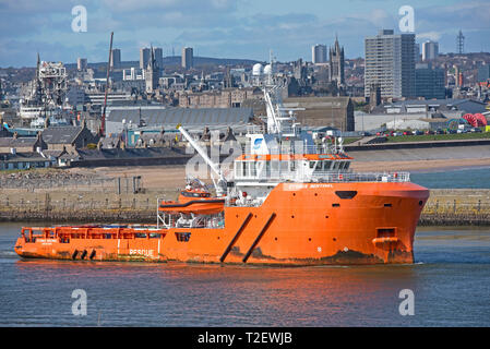 The Cygnus Sentinel OffshoresUPPLY vessel leaves its home port of Aberdeen to a destination  in the North Sea. - Stock Photo
