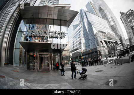 Entrance to the Hudson Yards mall on the West Side of Manhattan on Thursday, March 28, 2019. Retailers, including the Neiman Marcus department store, opened their shops in the development which was built on a platform over the West Side railroad yards. Office, residential, public space and retail space comprise the first phase in what is arguably the most expensive construction project ever built in the U.S.   (© Richard B. Levine) - Stock Photo