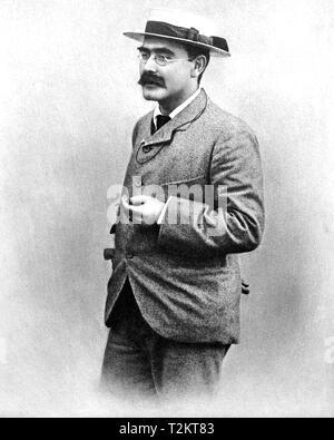 RUDYARD KIPLING (1865-1936) English journalist, novelist and poet about 1900 - Stock Photo