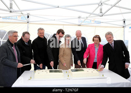 Hagen, Germany. 3rd Apr, 2019. (from left) ERIK O.SCHULZ, THOMAS GEMKE, RALF GERUSCHKAT, HENDRIK WUEST Minister of Transport of North Rhine-Westphalia, ELFRIEDE SAUERWEIN-BRAKSIEK, GERHARD RUEHMKORF, ANGELA FREIMUTH State Parliament Vice-President North Rhine-Westphalia, NIKOLAUS GRAF VON MATUSCHKA cutting the cake for the guests during the groundbreaking ceremony Credit: Maik Boenisch/ZUMA Wire/Alamy Live News - Stock Photo