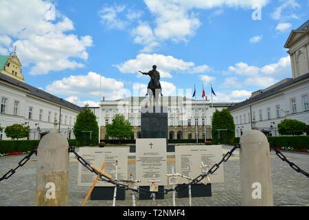 Polish presidential palace in Warsaw with statue of Prince Jozef Poniatowski at Krakowskie Przedmiescie street in Warsaw, Poland. - Stock Photo
