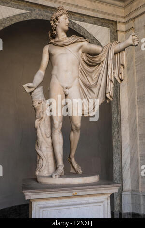 Apollo di Belvedere, a Roman marble sculpture from about 130 A:D:now in the Vatican Museums. Itself a copy of a lost Greek bronzeoriginal by Leochares - Stock Photo