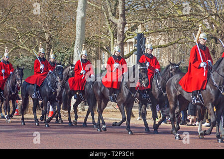 London, Westminster.  Troopers of the Royal Life Guards in The Mall, en route to The Changing of the Guard at Horse Guards Parade. - Stock Photo
