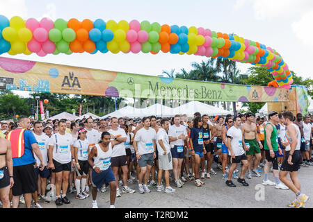 Miami Florida Bayfront Park Mercedes-Benz Miami Corporate Run race community charity event runners coworkers co-workers starting - Stock Photo