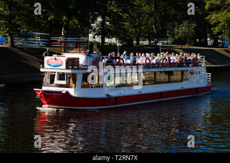 York, North Yorkshire. A river cruise on the river ouse in York. Passengers on the boat enjoying the view of York. - Stock Photo