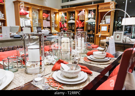 Pottery Barn Store Interior Stock Photo 16888110 Alamy