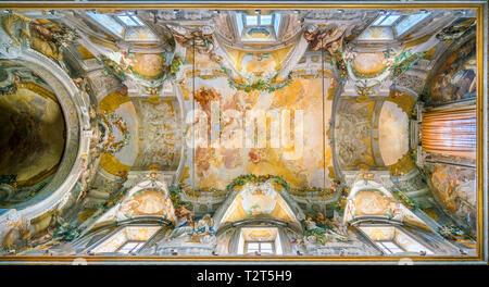 Frescoed vault with 'Apotheosis of Saint Dominic' by Domenico Maria Canuti in the Church of Santi Domenico e Sisto in Rome, Italy. - Stock Photo