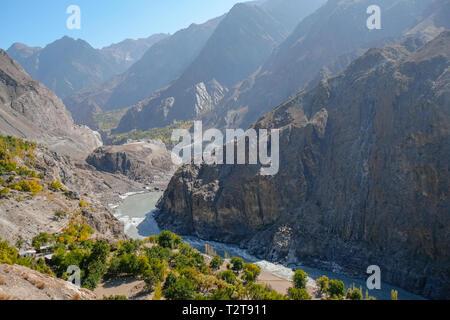 Indus river flowing through mountains along the Karakoram highway. Gilgit Baltistan, Pakistan. - Stock Photo