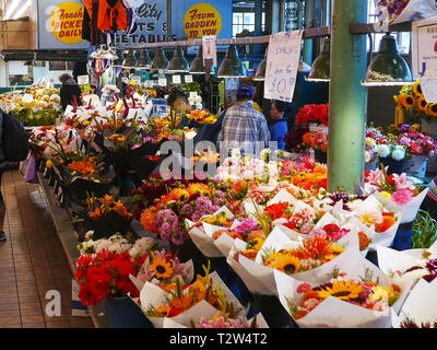SEATTLE, WASHINGTON, USA, SEPTEMBER 4, 2015 Flowers at pike place market in seattle washington - Stock Photo