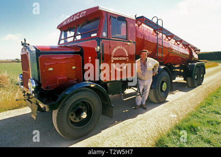 1950's Scammell Highwayman tractor unit with tanker trailer. - Stock Photo