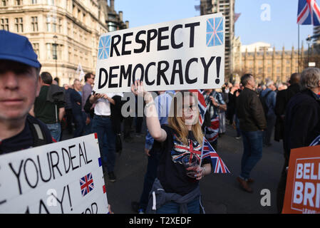 *** FRANCE OUT / NO SALES TO FRENCH MEDIA *** March 29, 2019 - London, United Kingdom: Thousands of Brexit supporters rally outside the British parliament to protest against 'Brexit betrayal' on the day the UK was originally due to leave the European Union. - Stock Photo