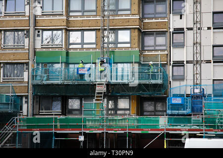 Sheffield, South Yorkshire, UK. 5th April 2019. Cladding on the Hanover Tower block in Sheffield is being replaced after failing an inspection in the wake of the Grenfell Tower fire. Credit: Alamy Live News. - Stock Photo