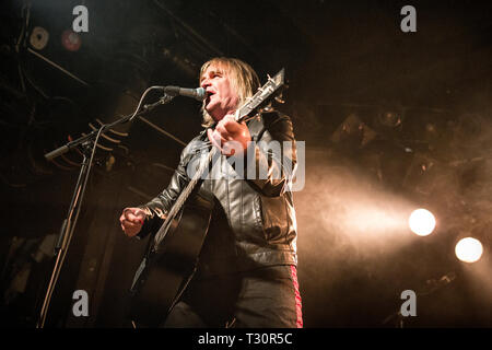 Norway, Oslo - April 4, 2019. The Welsh rock band The Alarm performs live concert at John Dee in Oslo. Here vocalist and guitarist Mike Peters is seen live on stage. (Photo credit: Gonzales Photo - Terje Dokken). Credit: Gonzales Photo/Alamy Live News - Stock Photo