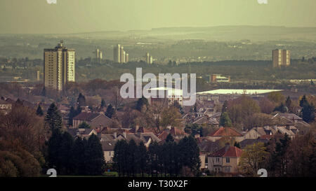 Glasgow, Scotland, UK, 5th April, 2019, UK Weather: Hottest day of the year so far saw summer weather and a hot haze over from knightswood to the  south of the city. Credit Gerard Ferry/Alamy Live News - Stock Photo