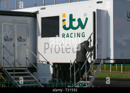 Aintree, Liverpool. 6th April, 2019. Early morning preparations for Grand National day. MWIAlamyLiveNews - Stock Photo