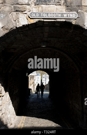 The Old Tolbooth Wynd entrance on the Royal Mile, Edinburgh. - Stock Photo