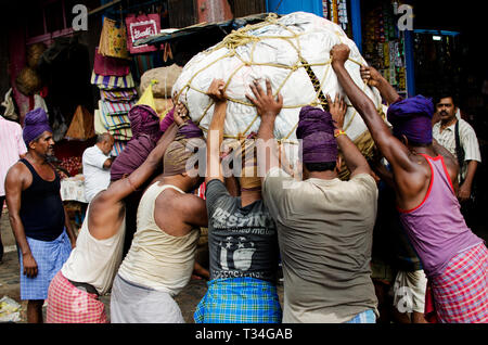 Migrant labours of Kolay Market, Kolkata, India - Stock Photo