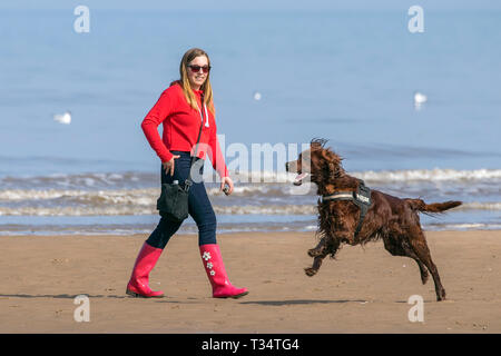 Southport, Merseyside, UK. Sunny Weather. April 6th 2019.  People head out to the coast to make the most of the fine sunny & warm weather along the golden sands of Southport beach in Merseyside.  Credit: Cernan Elias/Alamy Live News - Stock Photo