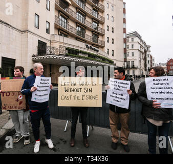 London, UK. 06th Apr, 2019. The Dorchester hotel owned by the Sultan of Brunei, was the focal point of the LGBT community who gathered outside the hotel in London Park Lane to protest at the coments made by the Sultan early this week in which he said he will introduced new laws punishing homosexuality with stoning, stones in the colour off the rainbow flag were laid in the pavement outside the hotel@Paul Quezada-Neiman/Alamy Live News Credit: Paul Quezada-Neiman/Alamy Live News - Stock Photo