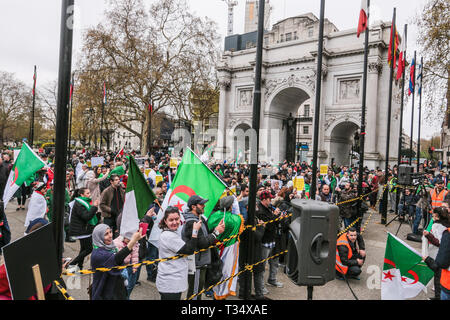 London, UK. 06th Apr, 2019. Hundreds of Algerians gathered in Marble Arch to demand the removal of all those associated with late Algerian President Bdelaziz Bouteflika resigned last Tuesday, @Paul Quezada-Neiman/Alamy Live News Credit: Paul Quezada-Neiman/Alamy Live News - Stock Photo