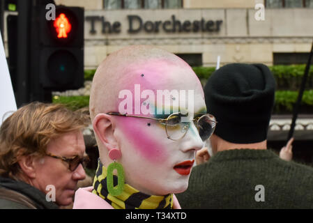 Dorchester Hotel, Park Lane, London, UK. 6th Apr, 2019. LGBT groups stage a protest outside the Dorchester Hotel on Park Lane in London against the Sultan of Brunei. Credit: Matthew Chattle/Alamy Live News - Stock Photo