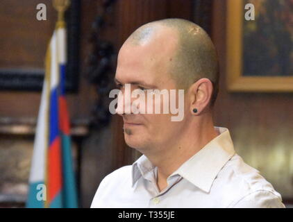 London, UK. 06th Apr, 2019.  UK citizen Charles Rowley during a meeting with Russian Ambassador to the UK Alexander Yakovenko at the Russian Embassy in London. Charles Rowley and his partner Dawn Sturgess were hospitalised on June 30, 2018, in Amesbury; Ms Sturgess died on July 8. The couple was reportedly exposed to the Novichok poison, the same nerve agent that was used to poison former Russian military intelligence officer Sergei Skripal and his daughter Yulia in Salisbury months before. Ilya Dmitryachev/TASS Credit: ITAR-TASS News Agency/Alamy Live News - Stock Photo
