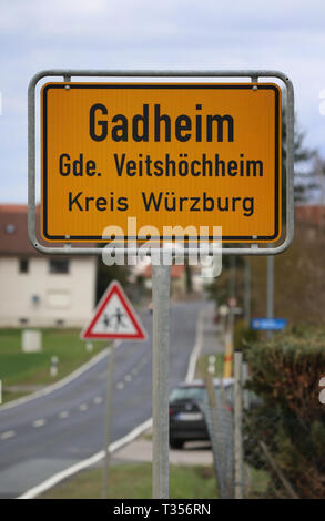 27 March 2019, Bavaria, Veitshöchheim: A place name sign of the district Gadheim. Gadheim would be the new geographical centre of the European Union in the event of Britain's withdrawal from the EU. Photo: Karl-Josef Hildenbrand/dpa - Stock Photo