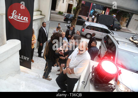 Sao Paulo, Brazil. 05th Apr, 2019.  American singer Lenny Kravitz during photos exhibition at the Leica Gallery São Paulo, which hosts guests for the opening of the singer's 'Flash' show, with 25 exclusive works produced by Lenny himself, who is also a photographer. The exhibition takes place in the Higienópolis neighborhood. Credit: PACIFIC PRESS/Alamy Live News - Stock Photo