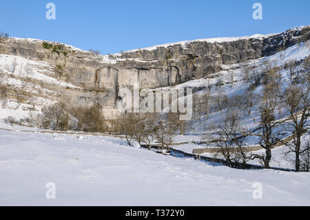 Malham Cove in snow, winter, Yorkshire Dales National Park, North Yorkshire, UK - Stock Photo